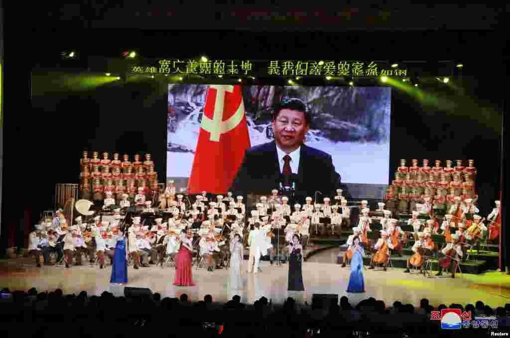 平壤用文艺演出欢迎习近平的特使栗战书(2018年9月)