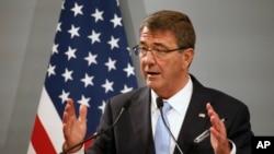 美国国防部长卡特(资料照片)
