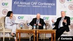El secretario general de la OEA, José Miguel Insulza (derecha) compartió un panel junto al expresidente estadounidense Jimmy Carter en la conferencia anual CAF. [Foto: OEA]
