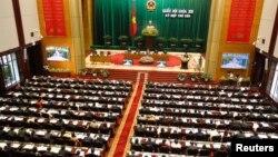 Thủ tướng Việt Nam Nguyễn Tấn Dũng phát biểu tại buổi lễ khai mạc Kỳ họp thứ 6 quốc hội khóa 13 tại Hà Nội, ngày 21/10/2013.