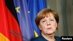 Chanselye Peyi Lalmay la, Angela Merkel.