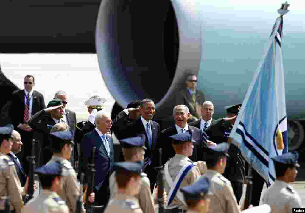 U.S. President Barack Obama smiles next to Israeli Prime Minister Benjamin Netanyahu and President Shimon Peres at Ben Gurion International Airport near Tel Aviv, March 20, 2013.