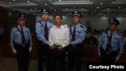 Ông Bạc Hy Lai tại tòa án ở Tế Nam, Sơn Đông, miền đông Trung Quốc, ngày 22/9/2013.