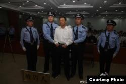 濟南中級法院微博圖片:宣判薄熙來案現場。 (2013年9月22日)