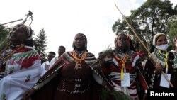 Dubartoota siinqee qabatanii gara Irreechaa deeman, Bishooftuu, Oromiyaa, Onk. 4, 2020