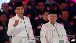 Penampilan Paslon 01, Joko Widodo dan Ma'ruf Amin, dalam debat perdana di Jakarta Kamis (17/1).