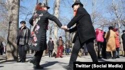 پارک «معبد بهشت» در شهر پکن چین، پاتق افراد سالمند برای پیدا کردن عشق و رابطه است.