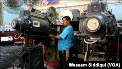 اپنے کام اور زندگی کی فکر میں ڈوبے، محمد سلیم