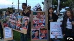 Biểu tình phản đối Thủ tướng Hun Sen và con trai của ông Hun Manet vi phạm nhân quyền, giết hại nhân dân Campuchia, và bán đất cho Việt Nam.
