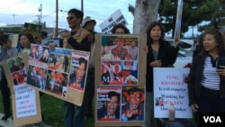 A large crowd of Cambodian Americans protests against the visit of Lt. Gen. Hun Manet, Deputy Chairman of Joint Staff in the Royal Cambodian Armed Forces, and the eldest son of Prime Minister Hun Sen, in Long Beach, CA, on Saturday, April 9, 2016. (Poch Reasey/VOA Khmer)