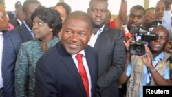FILE: Frelimo presidential candidate Filipe Nyusi casts his ballot in the general election at a secondary school in Maputo, Oct. 15, 2014.