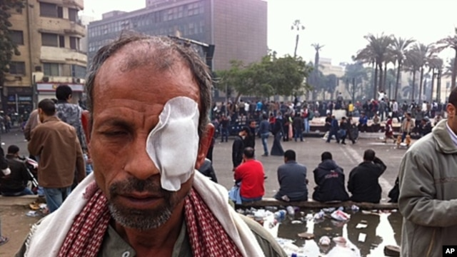 Man injured in clashes between Egyptian police and protesters angry at army's continuing political  influence in Cairo, November 20, 2011.