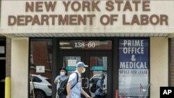 资料照片:位于纽约市皇后区的纽约州劳工部的一处办公室。