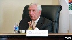 維吉尼亞州的沃爾夫議員則認為,要停止自焚的行為,讓藏人聆聽美國之音的廣播是方法之一。(資料圖片)