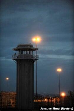 Pemandangan penjara sebelum eksekusi John Allen Muhammad di Pusat Pemasyarakatan Greensville di Jarratt, Virginia, 10 November 2009. Muhammad dijatuhi hukuman mati atas pembunuhan Dean Harold Meyers. (Foto: REUTERS/Jonathan Ernst)