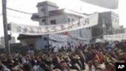 广东陆丰乌坎村的村民12月15日参加示威