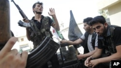 Các binh sĩ thuộc phe nổi dậy Syria tại Aleppo, ngày 28/7/2012