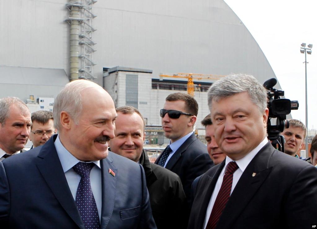 31 years later chernobyl disaster remembered ukrainian president petro poroshenko right and belarus president alexander lukashenko visit the chernobyl nuclear freerunsca Images