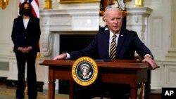 拜登總統2月24日簽署有關供應鏈審查的行政令後發表講話(美聯社)