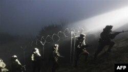Binh sĩ Nam Triều Tiên tuần tra ở Dangjin, phía nam Seoul, 21/12/2010
