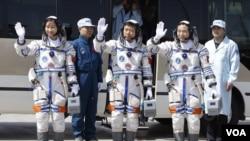 Экипаж «Шэньчжоу-9»