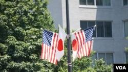 特朗普在東京對貿易逆差問題顯示不退讓.