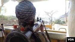 مرزبانان افغان و پاکستانی هنوز هم در تورخم دست به ماشه اند.