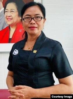 Esti Wijayati/Anggota Komisi X DPR RI (foto: courtesy /Fecebook).