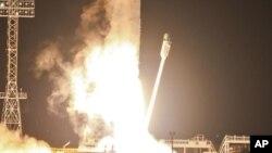 Zenit-2SB rocket with Phobos-Grunt craft blasts off from Cosmodrome in Baikonur, Kazakhstan, Nov. 9, 2011.