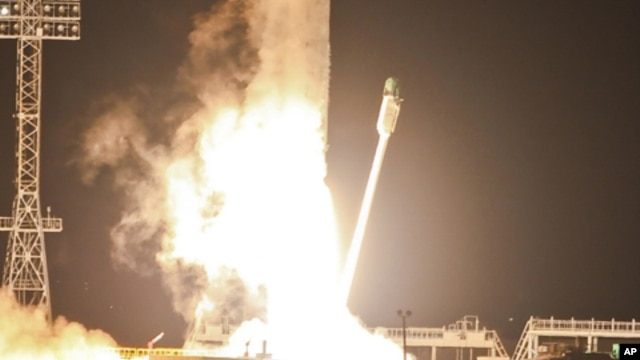 Zenit-2SB rocket with Phobos-Grunt craft blasts off from Cosmodrome in Baikonur, Kazakhstan, Nov. 9, 2011.