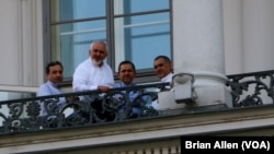 Iranian Foreign Minister Mohammad Javad Zarif and his team meet on a balcony of the Palais Coburg, where nuclear talks are taking place in Vienna, Austria, July 11, 2015.