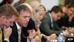 Šef Delegacije EU Vensan Dežer je na sednici Odbora za evropske integracije u Domu Narodne skupštine predstavio Misljenje Evropske komisije o zahtevu Srbije za clanstvo u EU i Analitički izvestaj Evropske komisije za ovu godinu.
