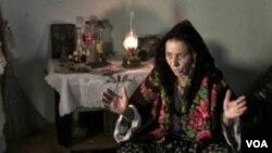 Seorang wanita yang berprofesi sebagai tukang sihir di Eropa Timur.