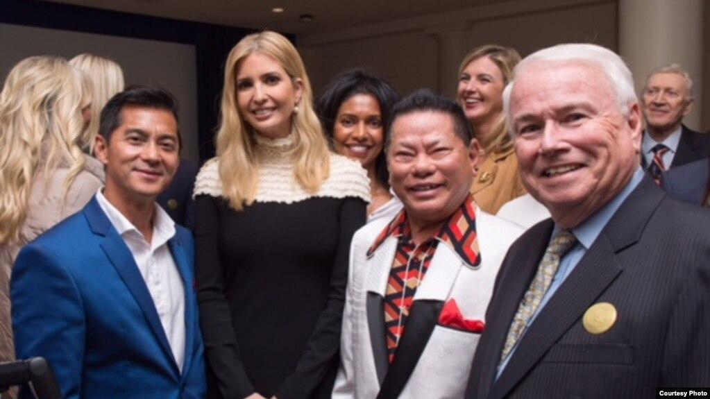Ông Hoàng Kiều trong cuộc gặp với con gái của Tổng thống Mỹ Donald Trump.