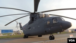 罗斯军方正使用世界上最大的米-26直升机为新西伯利亚群岛的俄军基地运输给养 (美国之音白桦)