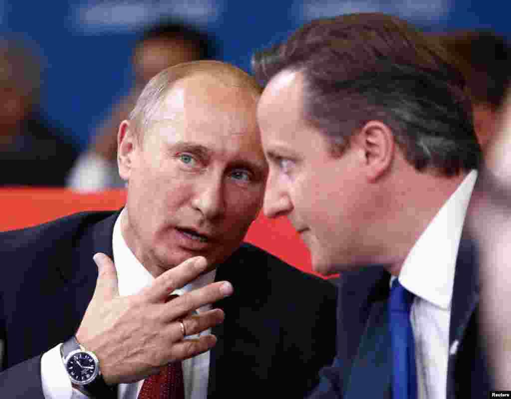 Президент РФ Путин и премьер-министр Великобритании Дэвид Камерон на трибуне