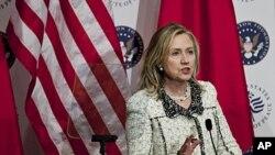 7일 워싱턴 평화연구소에서 열린 미-중 외교 컨퍼런스에서 연설하는 힐러리 클린턴 미 국무장관.