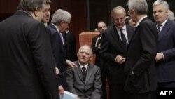 Ministri finansija na današnjem skupu u Briselu tokom kojeg su još jednom pokušali da pronađu rešenje za dužničku krizu koja potresa Evropu, 29. novembar 2011.