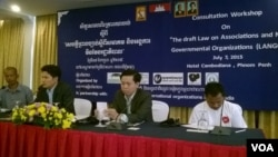 Tek Vannara, (2nd from the right) executive director of the NGO Forum on Cambodia and Soeung Saroeun, (2nd from the left) executive director of Cooperation Committee for Cambodia (CCC), and two community representatives made presentations expressing their disappointment on the draft law on association and non-governmental organizations. The presentations were made at a seminar on consultation of this draft law. The seminar was held at Phnom Penh's Cambodiana Hotel on July 07 2015. (Hul Reaksmey/VOA Khmer)