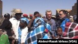 Fillipo Grandi, patron de l'UNHCR au site de déplacés de Inzouet à Ouallam, le 29 janvier 2020. (VOA/Abdoul-Razak Idrissa)