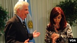 Es la segunda gira por América Latina que el senador Chris Dodd hizo en 2010. Previamente, estuvo en Brasil, Argentina y Chile.