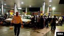 شکل گیری صف های طولانی در پمپ بنزین های ایران