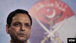 Jurubicara militer Pakistan, Mayor Jenderal Athar Abbas, membantah adanya penangkapan perwira milter yang dituduh mata-mata CIA.
