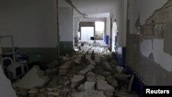 Hôpital bombardé dans le village de Deir al-Sharqi dans la province d'Idlib, en Syrie, le 27 avril 2017.