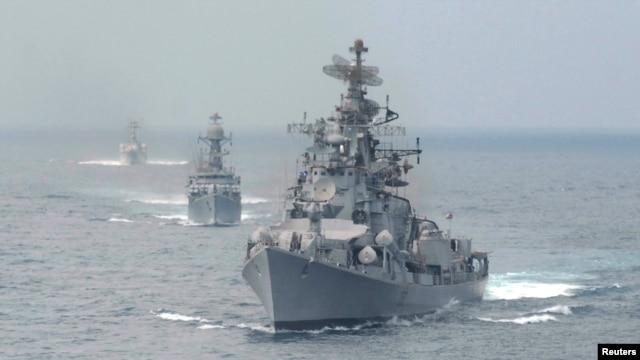Tàu chiến của hải quân Ấn Độ trong vùng biển ngoài khơi Vịnh Bengal.
