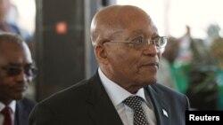 Le président sud-africain Jacob Zuma arrive à une cérémonie, en Afrique du Sud, le 6 août 2017.