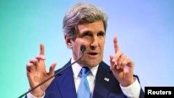 El secretario de Estado, John Kerry, habla durante un discurso en Indonesia.