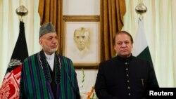 26일 파키스탄 수도 이슬라마바드에서 하미드 카르자이 아프가니스탄 대통령(왼쪽)이 파키스탄의 나와즈 샤리프 총리와 함께 협정 조인식에 참석했다.