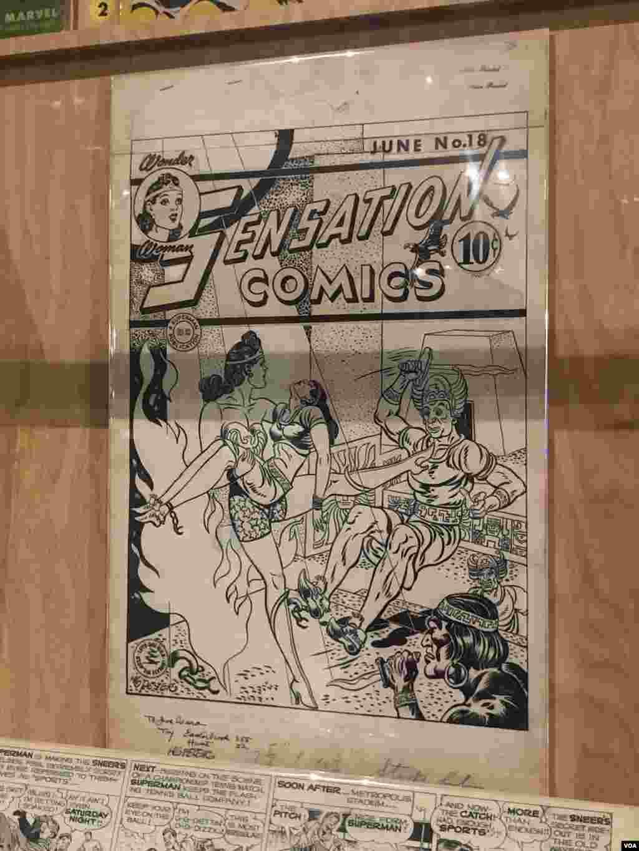 نمایشگاه ابرقهرمانها در واشنگتن - چند کتاب کمیک قدیمی در موزه ملی تاریخ آمریکا به نمایش گذاشته شده است.این یکی از اولین نسخه های کتاب کومیک در مورد «واندر وومن» یا زن شگفتانگیز است.