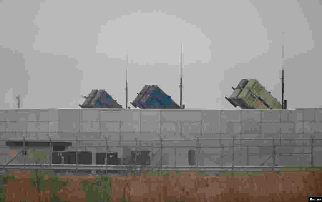 ABŞ ordusuna məxsus Patriot havadan müdafiə batareyası Seuldan cənubda yerləşən Osan Hərbi Hava Bazasında. 5 aprel, 2013.